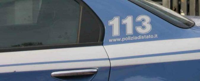 """Milano, minaccia passanti con roncola e """"sequestra"""" pony express: arrestato"""