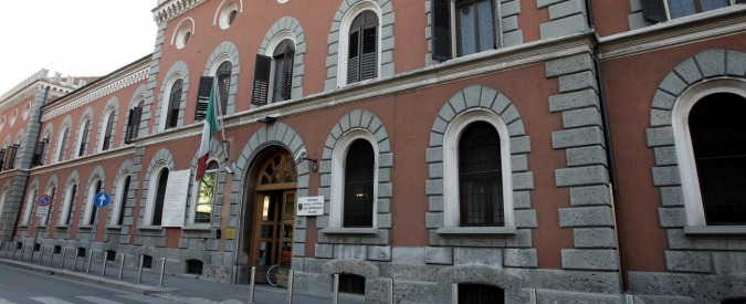Botte e intimidazioni a detenuto, undici agenti verso il processo a Milano