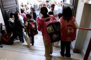 Scuola Basta Lavoretti Per La Festa Della Mamma E Del Papà Il