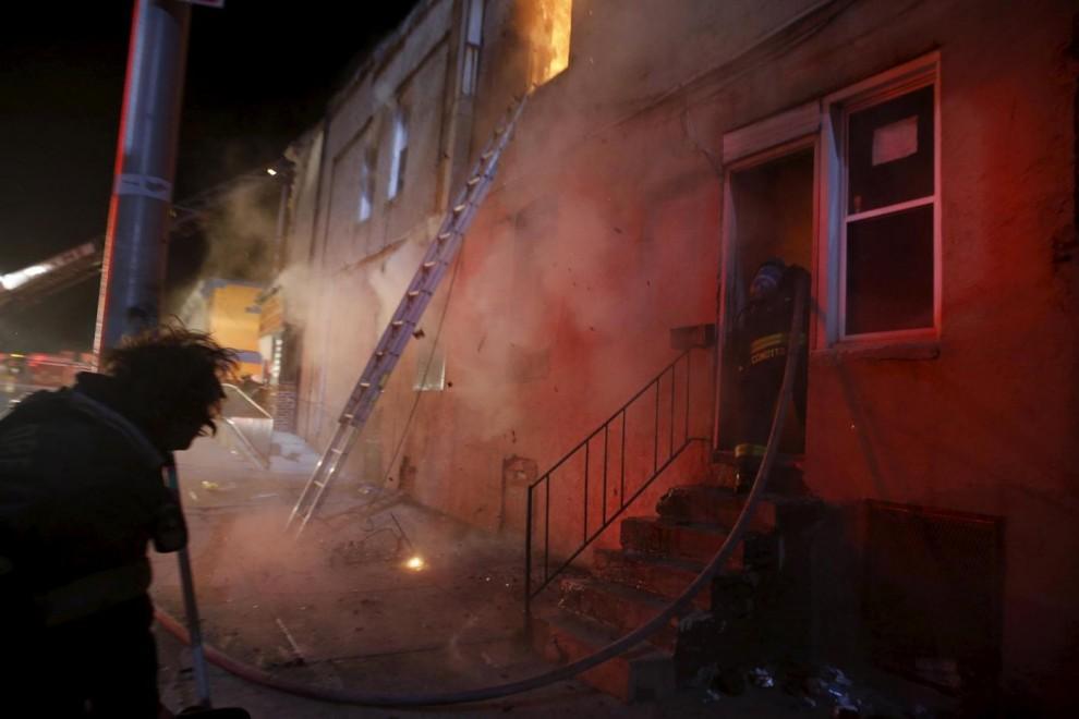 Un'esplosione distrugge un palazzo