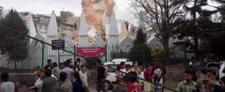 Terremoto Nepal, 2.000 morti. Crolla torre Unesco. Valanga sull'Everest: 18 morti, 2 alpinisti italiani bloccati