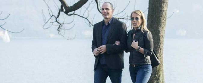 Grecia, Varoufakis aggredito da anarchici al ristorante. 'Mi ha protetto mia moglie'