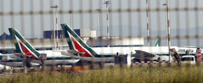 """Sciopero Alitalia e Meridiana, 155 voli cancellati in tutta Italia. Sindacati: """"No a licenziamenti"""". Ball: """"Tagliamo privilegi"""""""