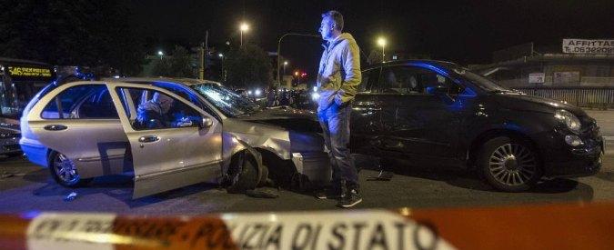 Roma, auto travolge passanti e uccide una donna. Due minori ricercati