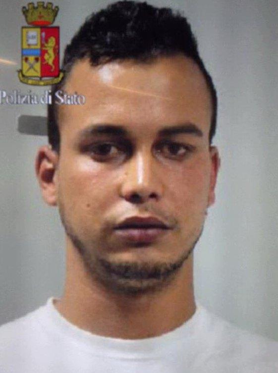 Touil Abdelmajid, 22 anni marocchino, arrestato ieri sera nel Milanese, ha partecipato con un ruolo attivo di pianificazione e azione all'attentato del Bardo
