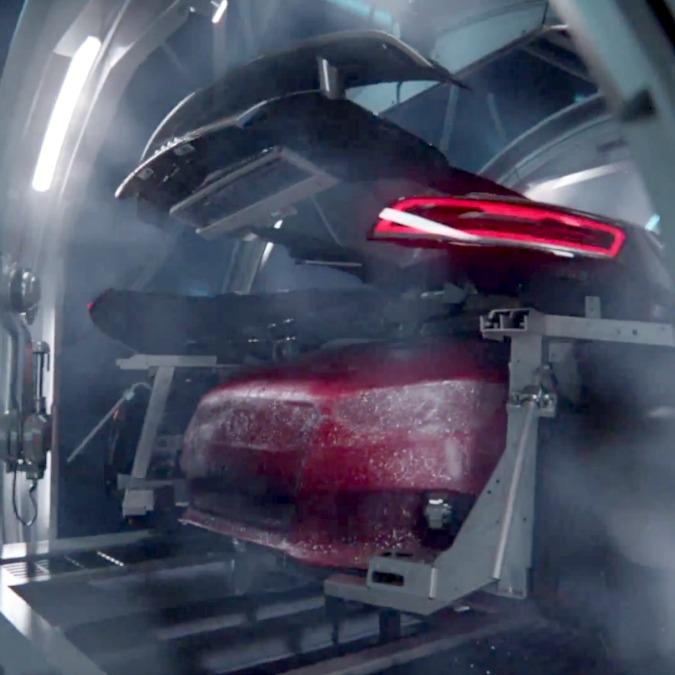 """L'RS3 """"partorita"""" da una R8. Lo strano video dell'Audi"""