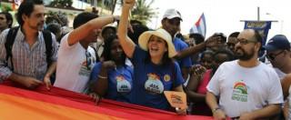 """Nozze gay, la figlia di Raul Castro in corteo a Cuba """"benedice"""" le coppie omosessuali"""