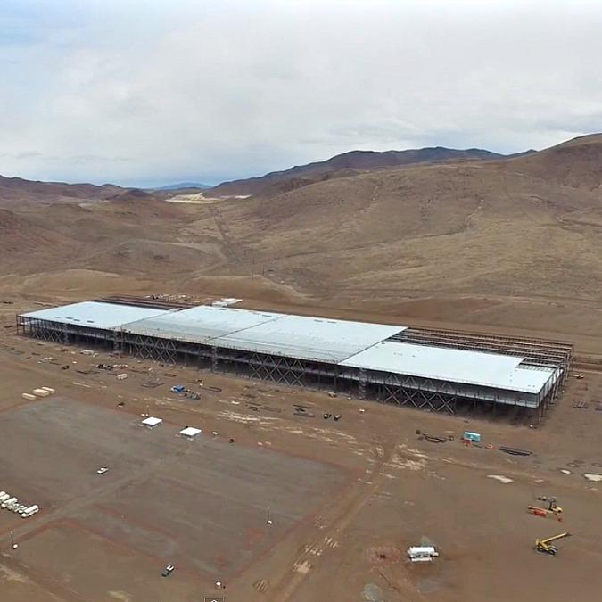 Tesla Gigafactory, prime immagini della fabbrica di batterie più grande del mondo