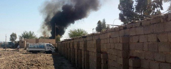 Isis, bandiera nera issata sul palazzo di governo di Ramadi. Esercito sotto assedio