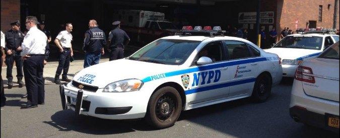 Usa, morto l'agente di polizia colpito alla testa sabato notte a New York