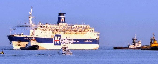 Bari, incendio a bordo di un traghetto. Nessun ferito e fiamme domate
