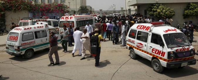 Pakistan, talebani attaccano autobus a Karachi: 45 morti e 13 feriti