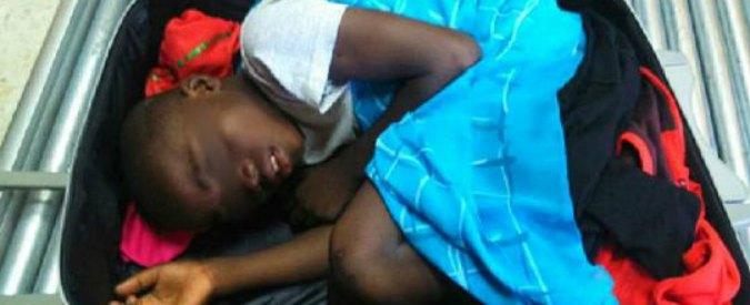 Spagna, bambino ivoriano nascosto in un trolley per entrare in Europa