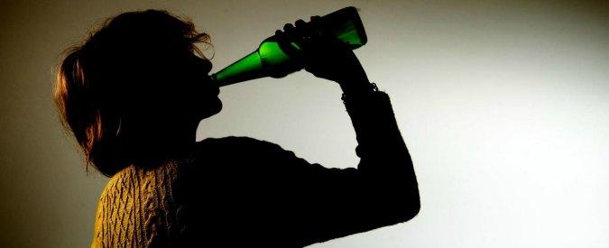 Alcol, sono 775mila gli under 17 che nel 2014 hanno consumato birra o aperitivi