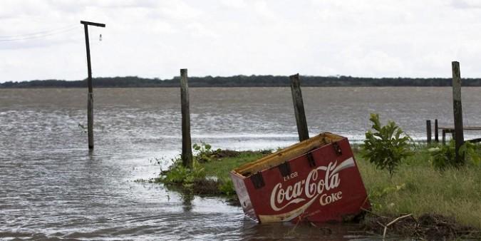 Dall'Amazzonia all'Ilva, la buona coscienza degli inquinatori nel libro 'Legami di ferro'