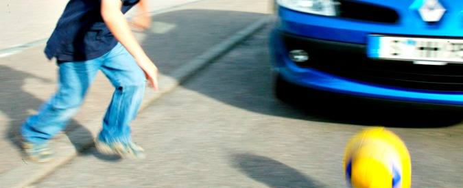 """Guida autonoma, la """"questione morale"""": chi deve salvare l'auto? E chi investire?"""