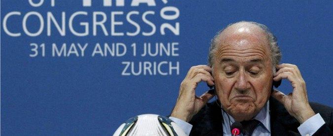 """Fifa, crociata anti-Blatter. Lui non molla: """"È mia responsabilità mettere le cose a posto"""""""