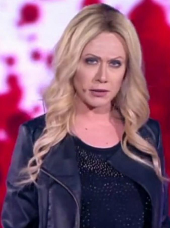 Amici 2015, Virginia Raffaele non teme la querela di Roberta Bruzzone e la imita ancora