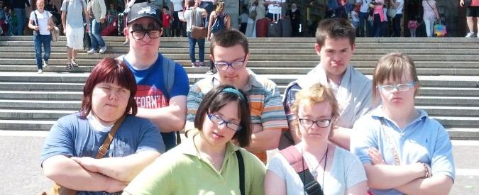 """Trenitalia, operatore non fa il biglietto al gruppo di ragazzi disabili: """"Troppo lenti"""""""