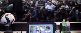 """Fifa, mazzette e arresti: """"Blatter non coinvolto"""". Uefa: """"Rinviare le elezioni"""""""