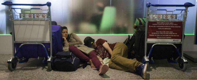 """Fiumicino, Alitalia: """"Chiedere il cambio o rimborso entro il 15 maggio"""""""