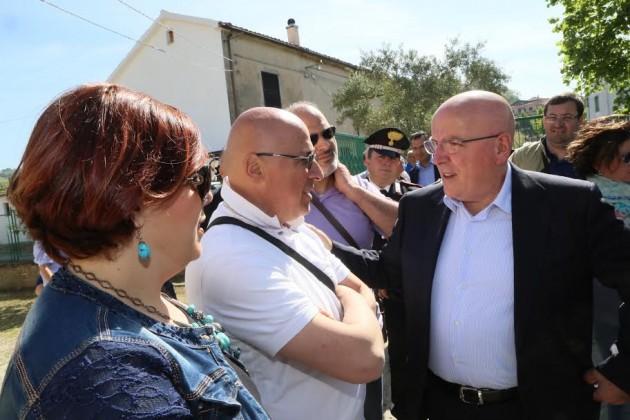 Oliverio - il presidente della Regione - con i genitori di Gabriele