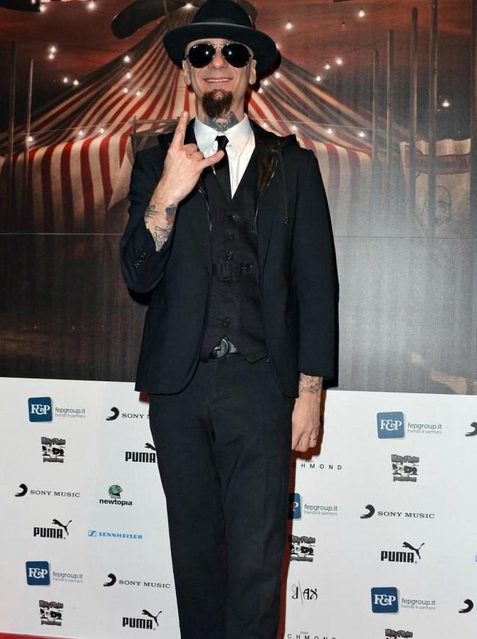 J Ax denunciato dal critico Dario Salvatori: per il rapper avviso di chiusura indagine