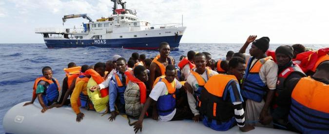 """Migranti, Regno Unito: """"Migliaia alla deriva su 14 barconi davanti alla Libia"""""""