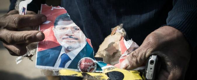 """Egitto, Morsi condannato a morte. Usa e Italia: """"Preoccupati"""". E il Cairo """"si risente"""""""