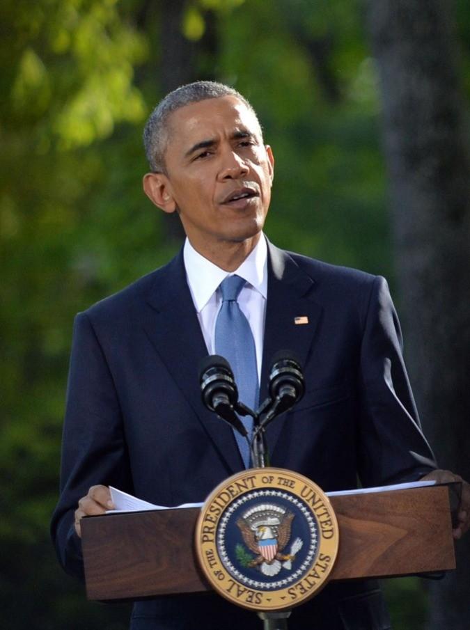 """Barack Obama: """"Cosa farò a fine mandato?"""". Il Presidente fa ironia in un video, tra la patente da rinnovare e una finta lite con Michelle"""