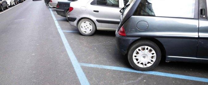 """Pontida, parcheggi rosa solo per mamme etero ed europee. Dietrofront del comune leghista: """"Modificheremo il regolamento"""""""