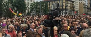"""No Expo, Milano in piazza per ripulire città dopo i black bloc. Pisapia: """"Siamo in 20mila per ribellarci a soprusi e violenze"""""""