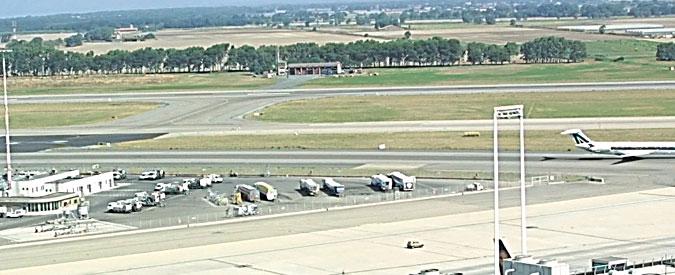 """Fiumicino, aereo """"sconosciuto"""" atterra su pista chiusa senza essere visto da nessuno"""