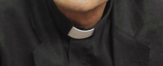 """Massa Carrara, sacerdote si spacciava per giudice: """"Sesso e cocaina in vacanza"""""""