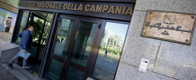 """Regionali Campania, a giudizio per """"spese pazze"""". Non si ricandida: corre la moglie"""