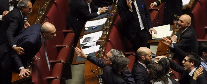 Riforme: 66 deputati M5S, Lega, Sel e Pd sospesi per caos seduta fiume