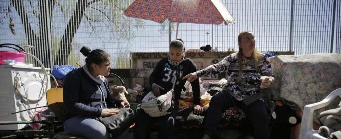 """Campi rom a Roma, per l'assessore """"tutto è cambiato"""". Un rapporto dice l'opposto"""