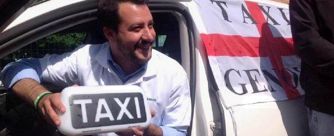 Salvini contestato a Genova: polizia carica antagonisti dopo lancio di bombe carta