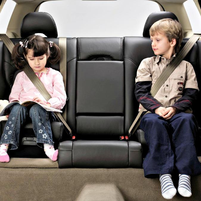 Volvo festeggia i 25 anni del sedile rialzato integrato che protegge i bambini