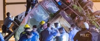 """Philadelphia, deraglia treno passeggeri: 7 morti e 200 feriti. """"Viaggiava al doppio della velocità consentita"""""""
