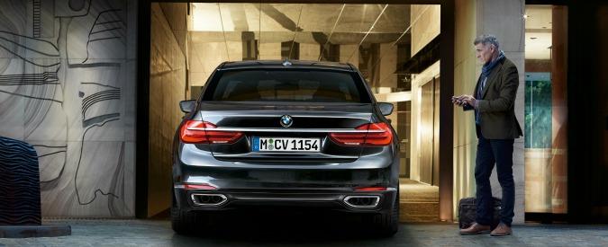 Auto telecomandate: per BMW e Land Rover, la manovra difficile si fa da fuori