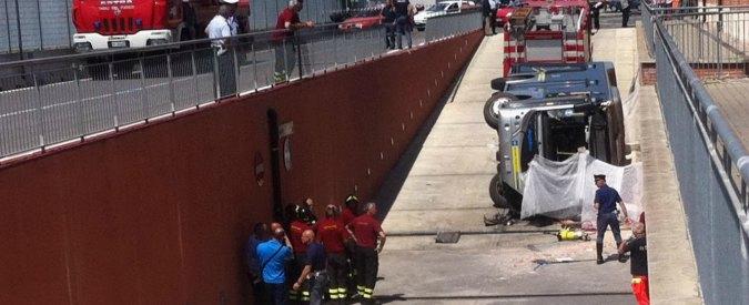 Pisa, si ribalta bus-navetta all'interno dell'ospedale: autista morto, 10 feriti