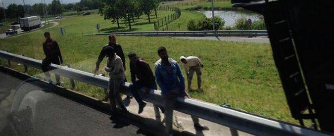 """Migranti, in 150 """"forzano"""" il tunnel della Manica a Calais: """"Azioni immediate"""""""