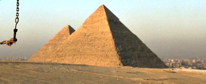 Egitto, terrore alle Piramidi: due poliziotti uccisi da uomini in motocicletta