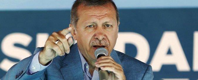 "Turchia, Erdogan fa guerra alla stampa: ""Ergastolo per il direttore di Cumhuriyet"""