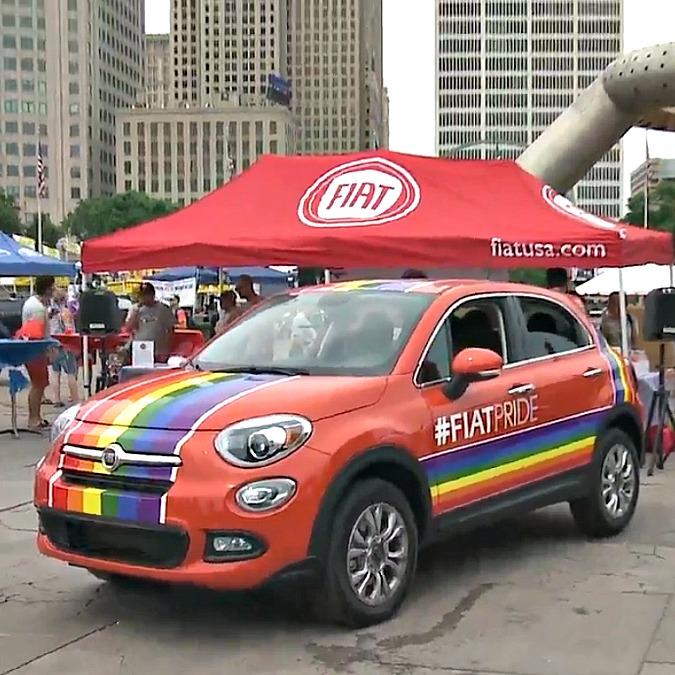 Fiat, negli Usa una 500X arcobaleno per il Motor City Pride di Detroit