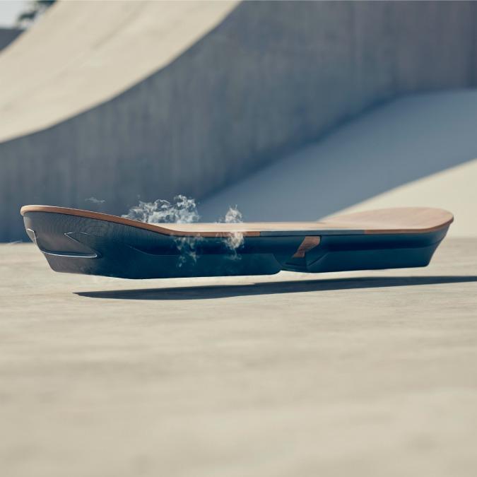 """Lexus Hoverboard, il """"ritorno al futuro"""" dello skate a levitazione magnetica"""
