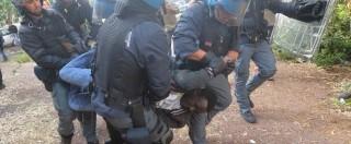 """Immigrazione, sgombero a Ventimiglia (foto e video). I profughi oppongono resistenza, due fermi: """"E i diritti umani?"""""""