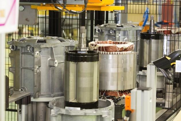 Renault, fabbricazione nuovo motore elettrico R240 a Cléon, Francia