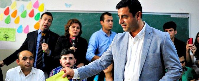 """Turchia, Demirtas: """"Erdogan ci toglie l'immunità? Governo attacca noi curdi perché combattiamo terrorismo di Stato"""""""